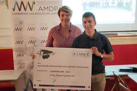 Anecafyde entrega a la AMDP un cheque de la campaña «Soy Mujer Soy Deporte». ¡Gracias!